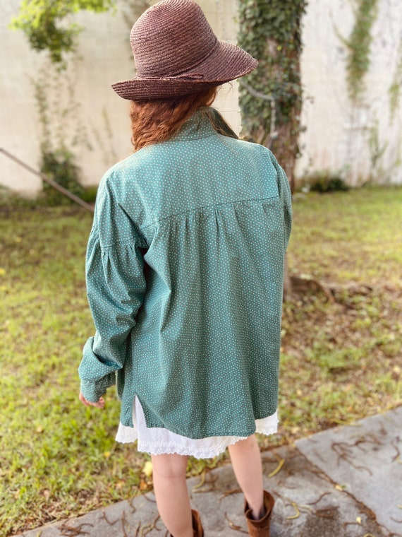 1970s Green Cotton Floral Prairie Blouse with Ful… - image 6