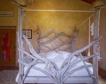 Baldacchino Bed
