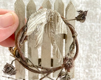 Dollhouse Miniatures Chippy Picket Fence And Wreath Wall Decor- One Inch Scale