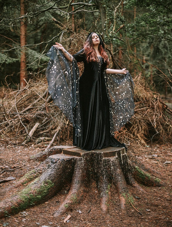 raccolto nuovi arrivi vivido e di grande stile Black Witch Costume Dress medieval Celtic gown witch elven dress long  sleeves with stars and hood celestial inspiration witchcraft