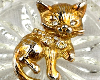 1960s cat brooch | cute vintage kitten gold tone diamante collar bow pin | 3d novelty animal goldtone jewelry jewellery