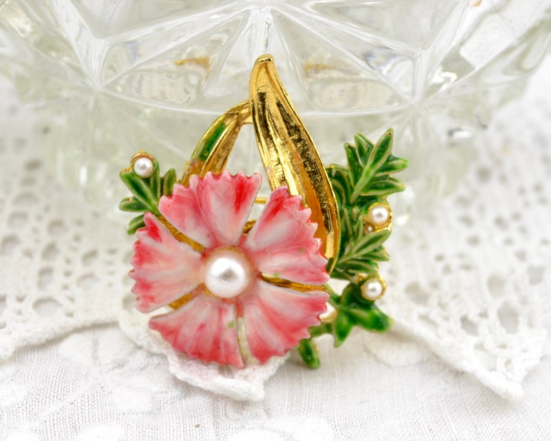 Dainthus pinks flower brooch  vintage pink 1960s enamel image 0