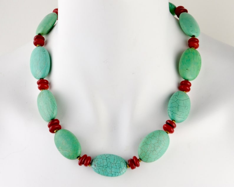 Chunky turquoise bead necklace with red spacer beads  howlite image 0