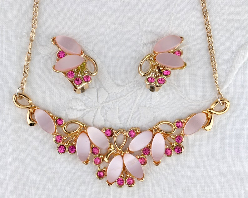 1950s pink necklace & earrings set  thermoset lucite pieces  image 0