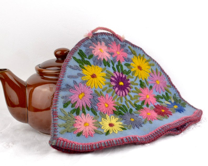 1930s hand embroidered tea cosy with daisies  felt and wool image 0
