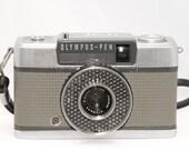 Vintage Camera Olympus Pen EE 35mm half-frame, excellent clean condition. Tag 2219
