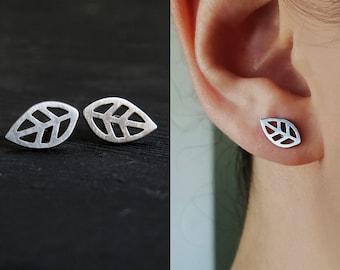 Leaf earrings  / surgical steel leaves earrings / nature earrings / plant stud earrings