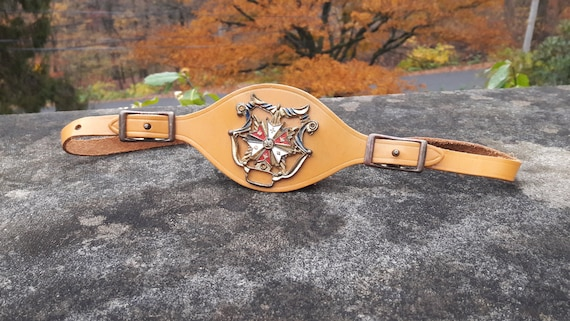OSFM - 1940s mustard leather belt, vintage medalli