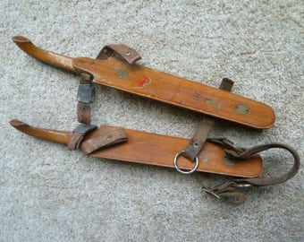 ANTIQUE WOODED ICE SKATES CURL TIP W\ACORN LEATHER 100 YEARS OLD VINTAGE HOCKEY