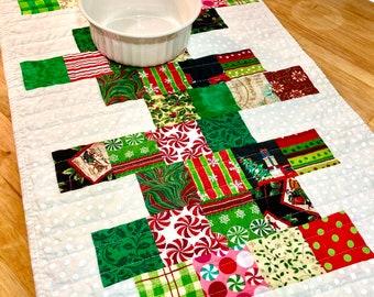Christmas Table Runner, Modern Christmas Table Runner, Quilted Table Runner, White Table Runner, Christmas Table Topper, Patchwork Runner