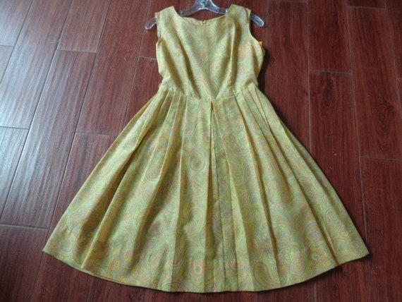 1960's Dress Paisley Print Pleated - image 2