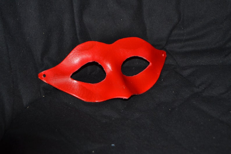 Red leather masquerade mask image 0