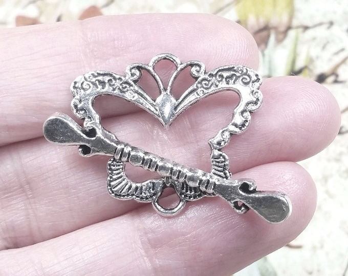 Butterfly Clasp, Toggle Clasp, Antique Silver Silver Butterfly Charms, Pewter Butterfly Pendants, 24x28mm, Lot Size 4 to 15, #1217