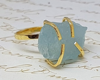 Aquamarine Gold Ring, March Birthstone Ring, Raw Aquamarine Ring, Statement Stone Ring, Raw Crystal Ring, Jewelry Gifts, Solitaire Gold Ring