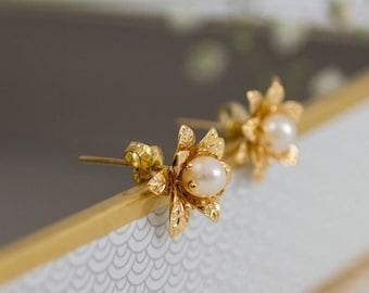 Pearl Stud Earrings, Flower Studs, Floral Jewelry, Flower Pearl Earrings, Bridesmaid Pearl Jewelry, June Birthstone Earrings, Gift for Her