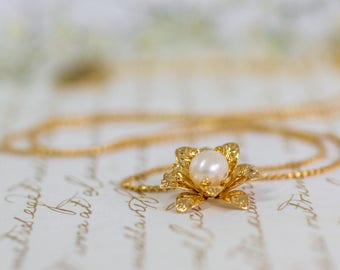 Bridal Gold Necklace, Wedding Necklace , Bridal Pearl Necklace, Gold Flower Pearl Necklace, Bridal Accessory, Gift FOR HER, Dainty Necklace