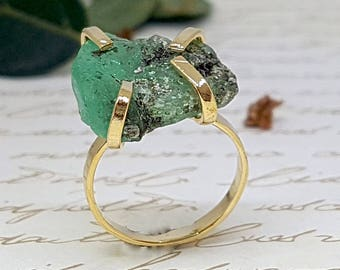 Raw Emerald Ring, Gold Emerald Ring, Rough Emerald Ring, May Birthstone Ring ,Statement Gemstone Ring, Raw Crystal Ring, Precious Stone Ring