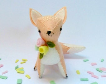 Floral fox Sewing Kit. Felt animal soft sculpture. DIY craft kit. Wool felt. Nursery Woodland decor. Felt flowers. Ornament. DIY decoration
