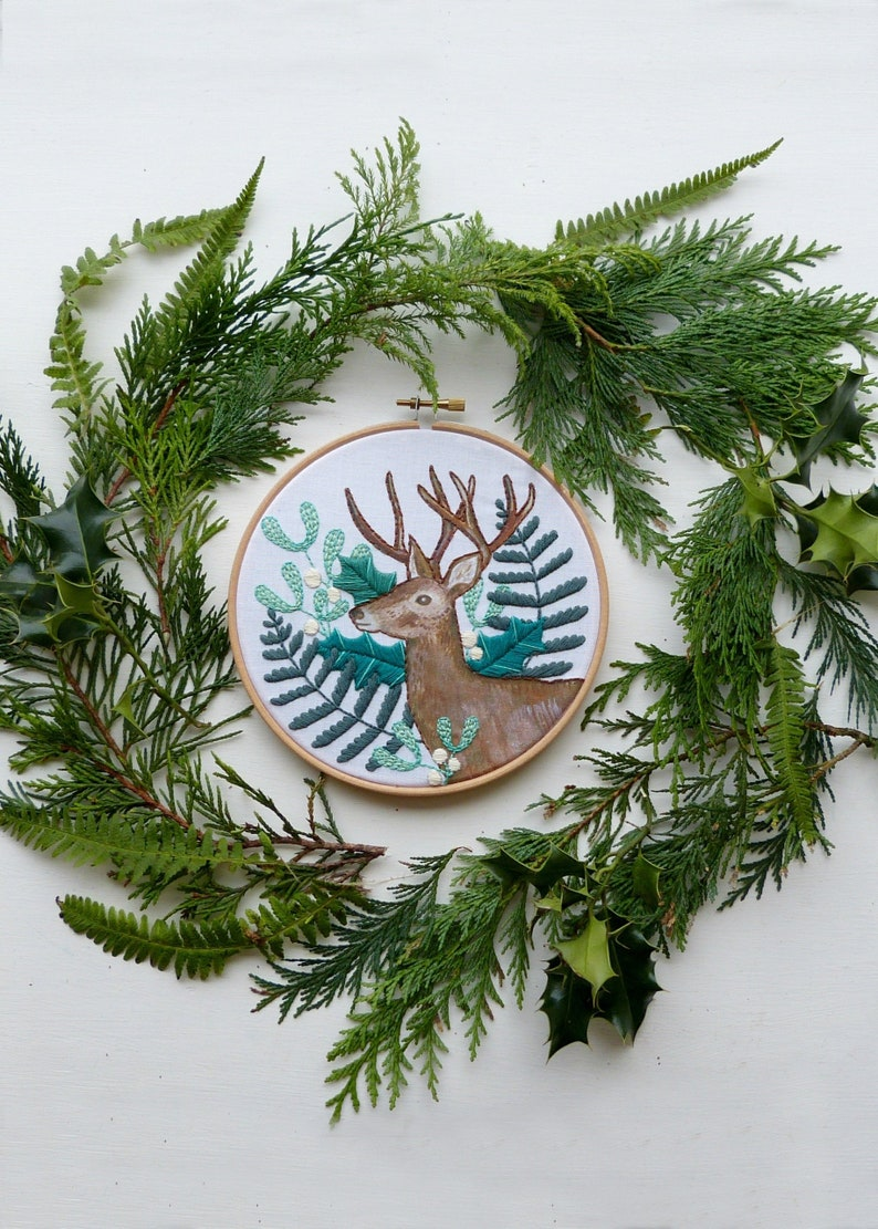 Craft kit Woodland Deer Christmas Botanical design Hoop art Winter decor Winter greens Embroidery Kit Holly Fern DIY gift Mistletoe