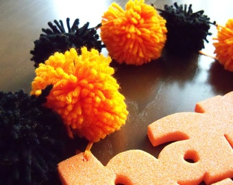 Black and Orange Halloween Yarn Pom Pom Garland | Pompom Bunting | Pompom Garland | Pompom Decoration | Halloween Decor | Mantle Garland