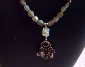 TEMPLISSIMUS delicate sterling and moonstone dangle pendant with labradorite and garnet necklace