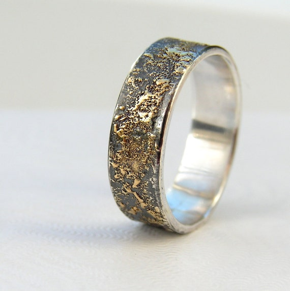 Gold Chaos Rustic Men S Wedding Ring In 18kt Gold And Etsy