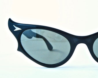 e1fa6bee2b RAY-BAN vintage cat eye sunglasses 1950s. Black cat eye. Non prescription  lenses. Rare early model.
