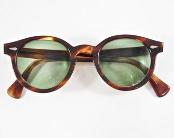 f211940dfd66 American Optical Arnel style vintage horn rimmed eyeglasses. Amber  tortoiseshell sunglass frames AO tort demi amber 44-22 men s unisex