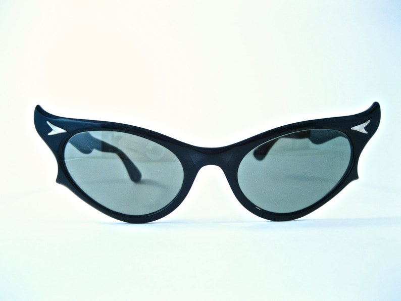 f848d75627 RAY-BAN vintage cat eye sunglasses 1950s. Black cat eye. Non