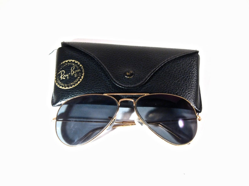 0cd6f56041 Ray-Ban Aviator sunglasses. Large metal style gold men s unisex frames with  ... Ray-Ban Aviator sunglasses. Large metal style gold men s unisex frames  with ...