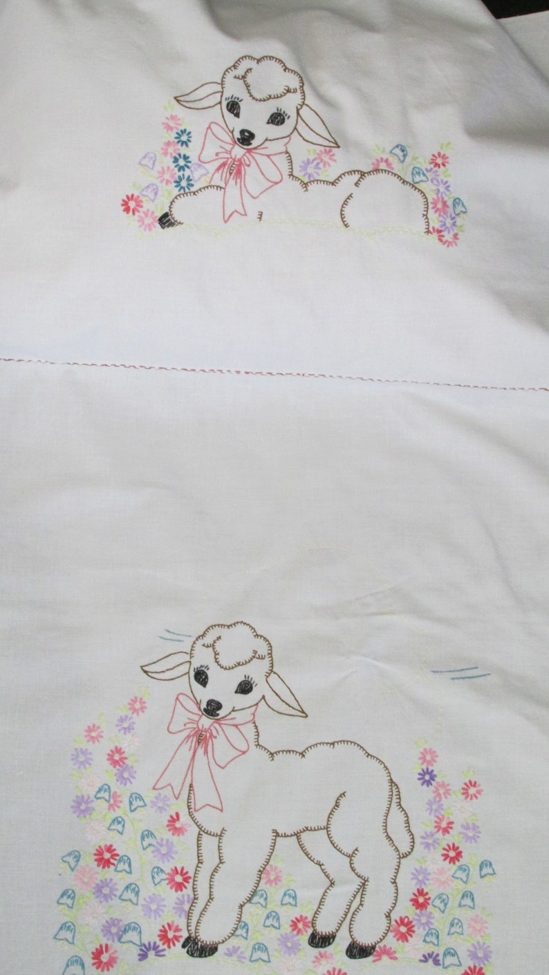 E49 \u2013 Vintage Embroidered Baby Nursery Sheet Coverlet Lamb Yellow 52 x 36