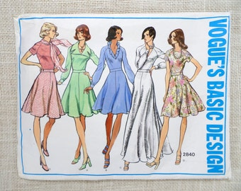 Vintage Pattern Vogue 2840 Vogue's Basic Design flouncy Dress  maxi mini Groovy Deep V neck Bust 32.5 Retro ruffle 1970s