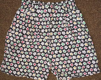Vintage Women's Shorts Made By Gitano Size Large 100% Rayon Floral