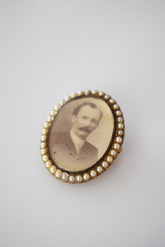 Victorian 14kt Gold and Pearl Portrait Brooch | A… - image 3