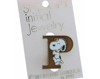 Snoopy badge letter initial P on card original 1970s aviva PLEASE CHOOSE COLOUR