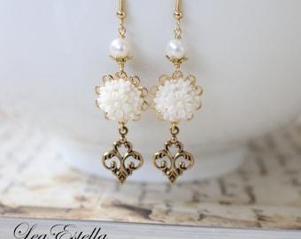 Le Fleur Earrings, Cream Ivory flower earrings Freshwater pearl earrings Ivory Bridal Earrings Romantic French Flower Earrings