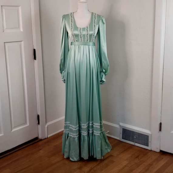 Vintage Women's Green Gown