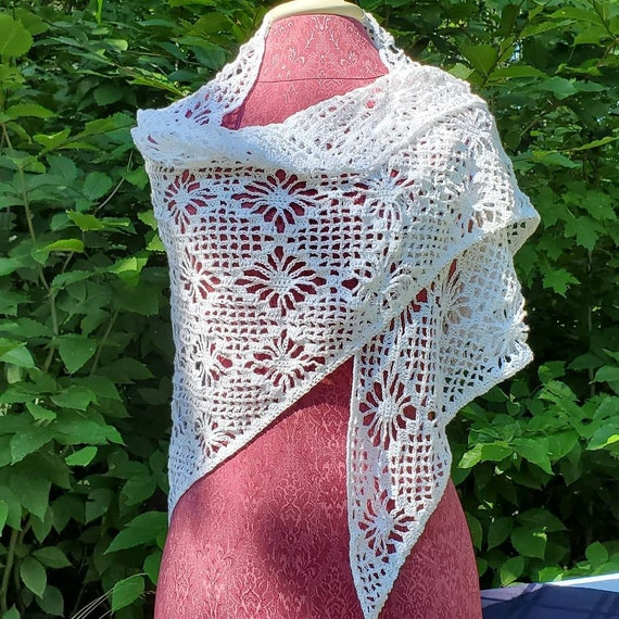 Diamond wedding shawl, handmade crochet shawl, delicate white bridal shawl, bridesmaids wrap, evening wrap, red carpet fashion, prom wrap