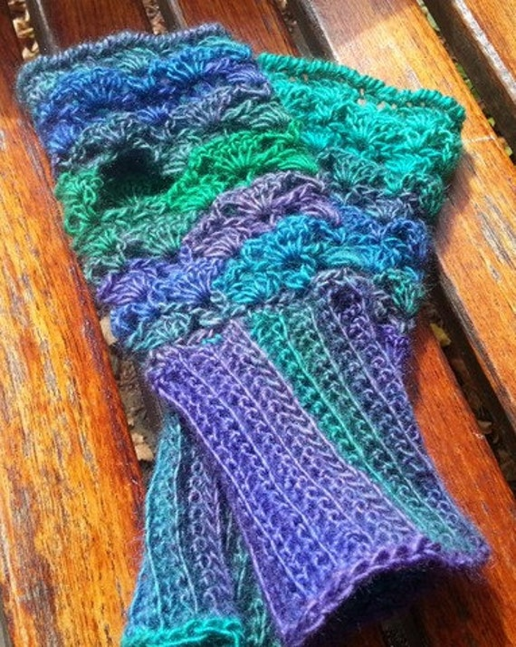 Fingerless gloves, fall fashion gloves, dragonfly fingerless mittens, texting gloves, crochet fingerless gloves, crochet handwarmers