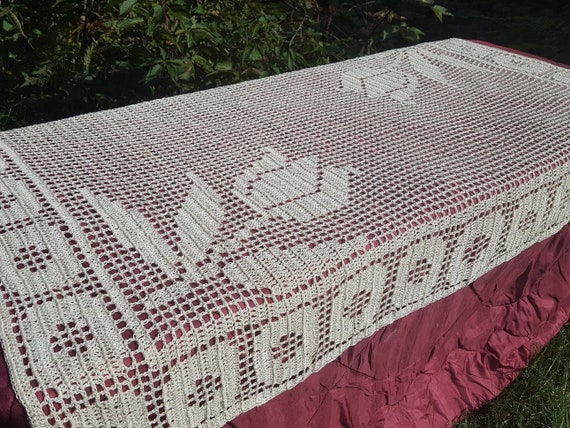 Tulip bedspread, handmade ivory twinsize bedspread, bedroom decor, duvet throw, crocheted coverlet, crochet tablecloth, dining room decor