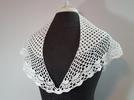 Victorian lace crochet collar, white lace bandana, crochet collar, handkerchief collar, bridesmaid accessory, boho chic accessory