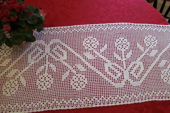 Musical flowers filet crocheted runner