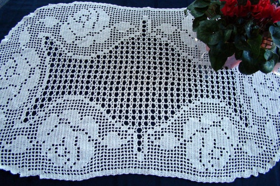 Roses in the Oval filet crocheted runner