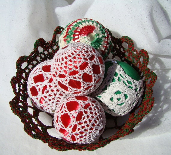 Christmas satin thread crochet ball ornament, tree trimming decor, holiday decor, Christmas tree decor, handmade holiday ornament