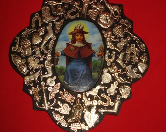 Milagro Charms Adorn Retablo Baby Jesus of Atocha Santo Niño de Atocha Milagro Oval Frame