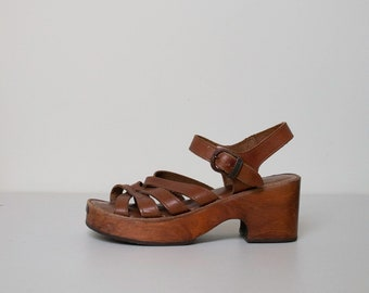 0a83d2173b 1970s Wooden Platform Shoes / 70s Woodies by Thom McAn Clog Sandals