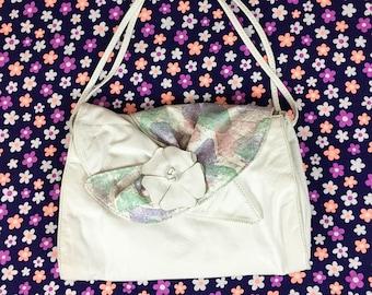 80's white leather pastel 3D flower purse 1980's large tropical avant garde white flap shoulder bag / applique / rosette / Barbie purse 12x8