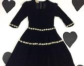 40 39 s 50 39 s black velour lace trim party dress 1950 39 s New York Creation full skirted black white cotton velvet evening dress 27 quot w S M short