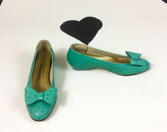 80's Bob Baker turquoise ostrich leather bow flats 1980's embossed low kitten heeled slip on flat pumps / girly / big bow toe / size 6