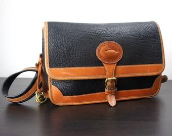 Vintage Dooney & Bourke Large Surrey Bag, Black and British Tan Pebbled All Weather Leather, Wide Shoulder Strap Adjustable, 1990s 050086